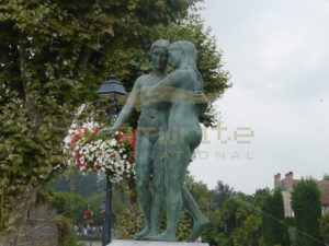 Two Friends Statue in Maubourguet 02 - Get It Write International